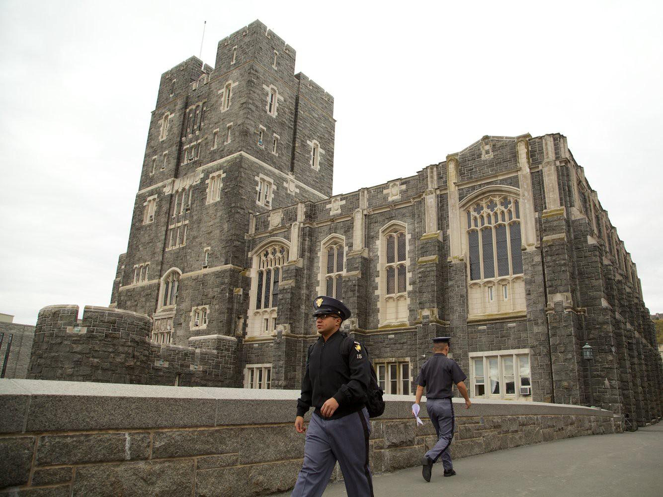 Khám phá bên trong Học viện Quân sự Hoa Kỳ, nơi đào tạo những công dân Mỹ hoàn hảo nhất 14
