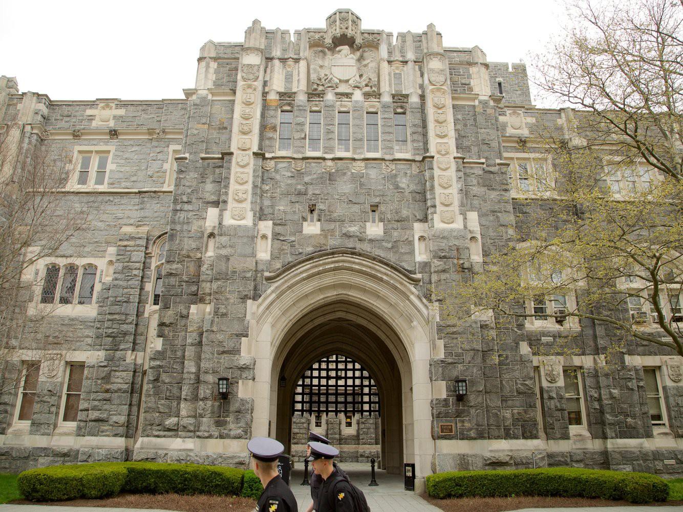 Khám phá bên trong Học viện Quân sự Hoa Kỳ, nơi đào tạo những công dân Mỹ hoàn hảo nhất 13