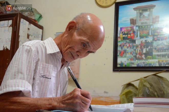 """Cụ ông 85 tuổi ở Hà Nội ngày ngày đạp xe đến giảng đường: """"Tôi đi học với các cháu để thỏa mãn giấc mơ ấp ủ bao năm"""" 5"""