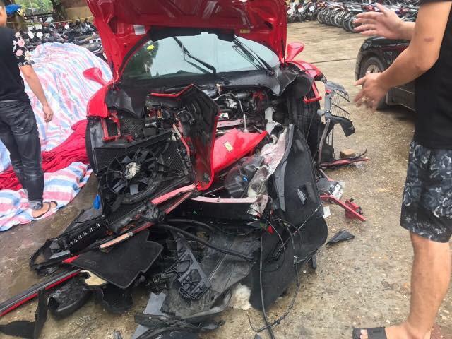 Siêu xe 16 tỷ đồng nghi của Tuấn Hưng gặp tai nạn vỡ nát phần đầu  1