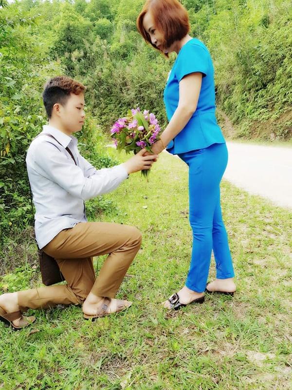 Bà xã 62 tuổi đi nước ngoài công tác, chồng trẻ 26 tuổi vội vàng lên facebook xin lỗi 4