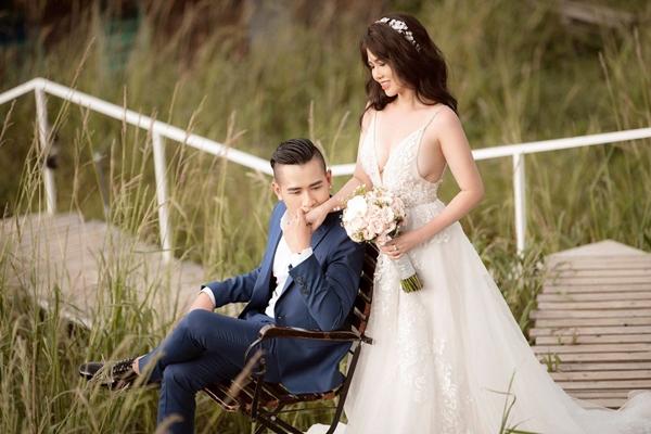Chị gái Ngọc Trinh tung bộ ảnh cưới khoe vòng 1 nóng bỏng 3