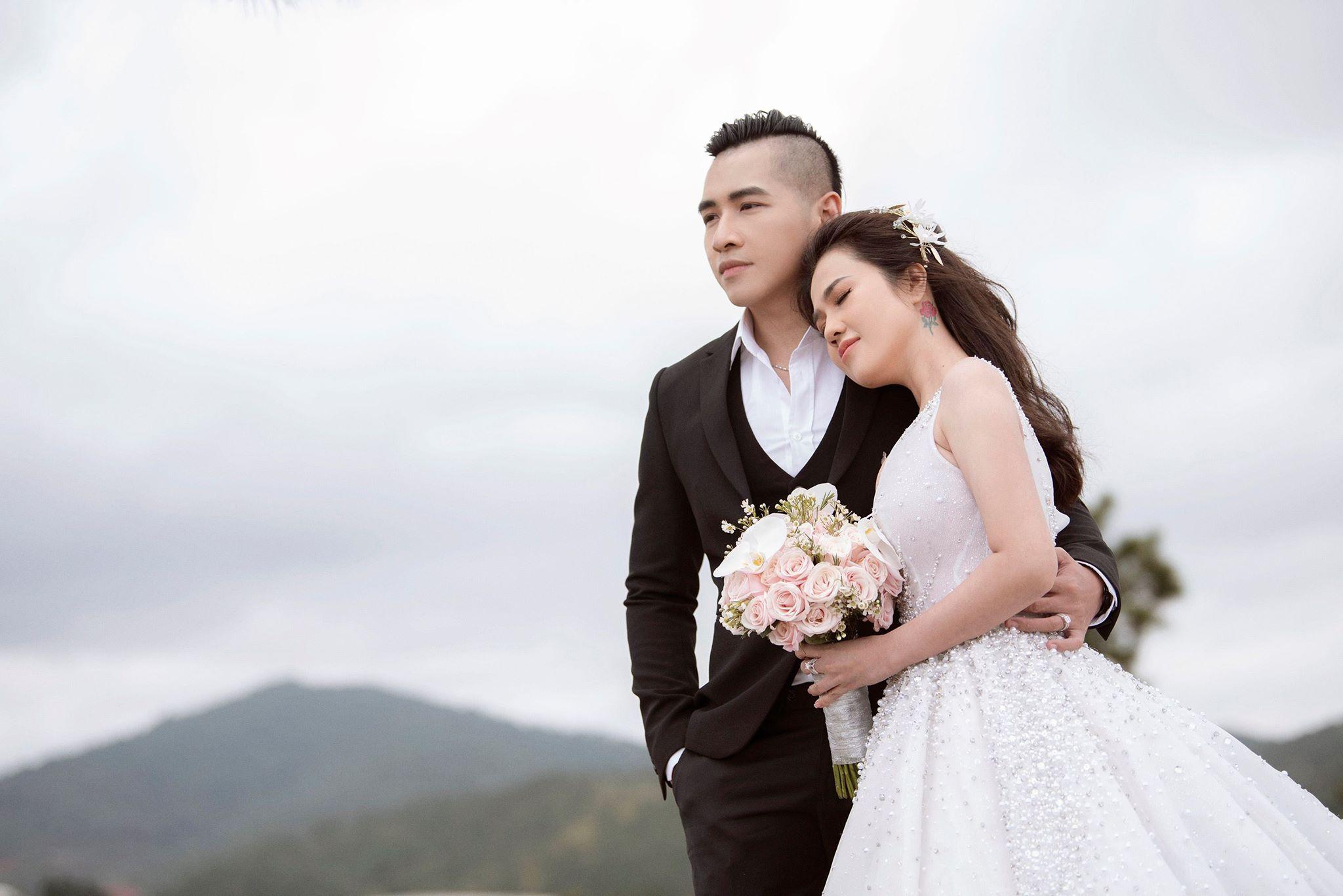 Chị gái Ngọc Trinh tung bộ ảnh cưới khoe vòng 1 nóng bỏng 4