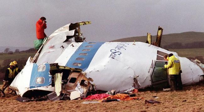 Anh cảnh sát trẻ ám ảnh thi thể bé gái văng ra khỏi máy bay phát nổ, 30 năm sau mới được biết danh tính 1