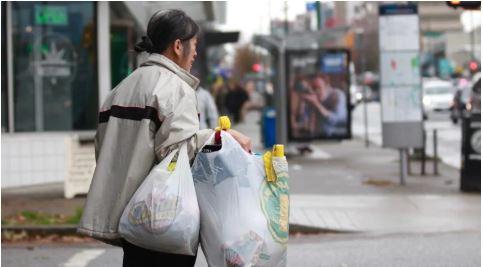 Chân dung người phụ nữ Việt nhặt ve chai để ủng hộ cho hội ung thư ở Canada gây bất ngờ 2