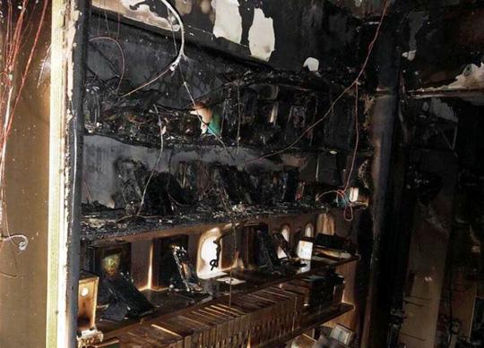 Cửa hàng điện thoại bốc cháy dữ dội, thiệt hại hàng tỷ đồng 1