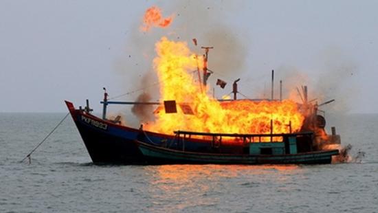 Tàu cá bị nổ, 14 ngư dân thương vong 1