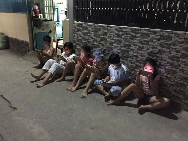 Đêm đã khuya mà quán cafe vẫn khổ vì mấy kẻ dùng ké wifi, tìm ra