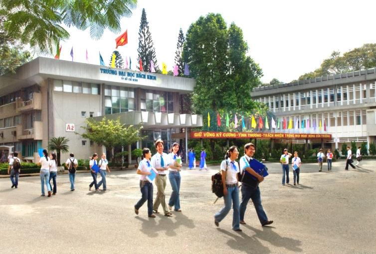 Hình ảnh Đại học Bách khoa TP. HCM giải thích việc xếp lịch học từ 6 giờ sáng số 1
