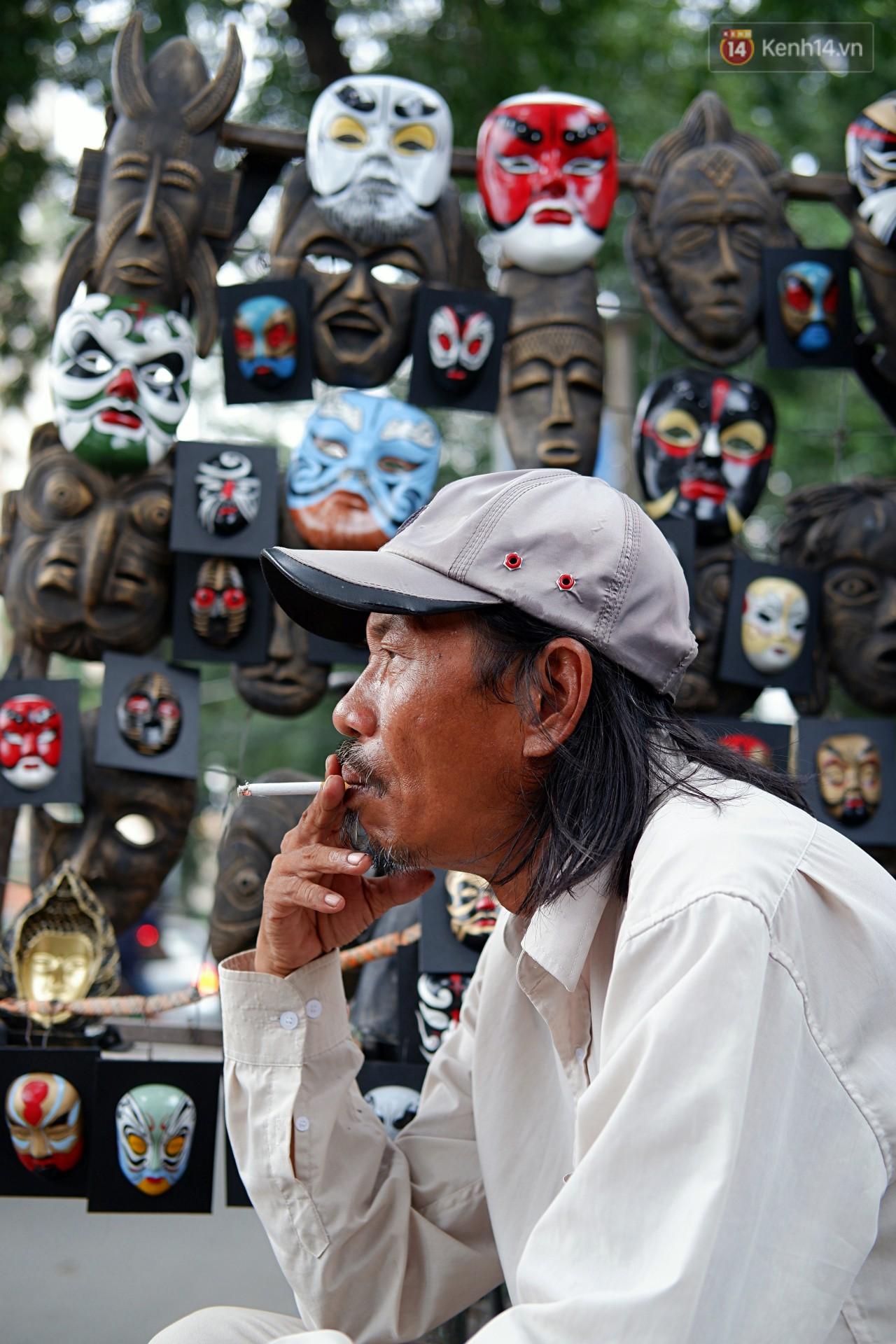 30 năm rong ruổi đường phố Sài Gòn của 'chú Bảy mặt nạ': Từng đạp xe suốt nhiều ngày không bán nổi 1 chiếc! 8
