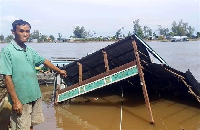 2 căn nhà ở An Giang đổ sụp xuống sông Hậu trong đêm 2