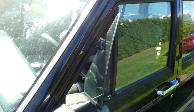 Bí ẩn thế kỷ: Tấm kính tam giác trên các xe hơi cổ có tác dụng gì? 6