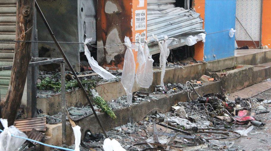 Ảnh: Hiện trường vụ cửa hàng hoa dữ dội lúc rạng sáng, 2 cô gái tử vong 4