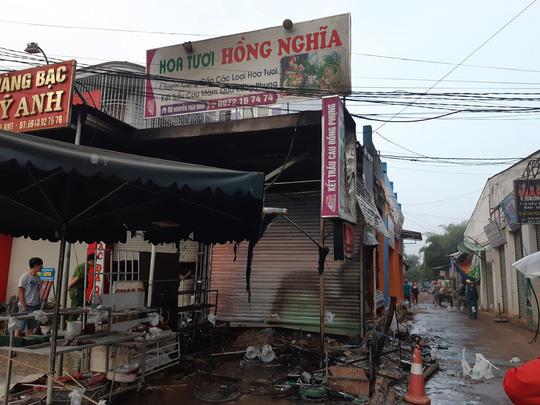 Cửa hàng hoa bị thiêu rụi, 2 cô gái trẻ thiệt mạng 1