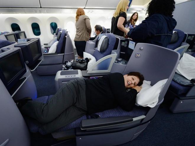 Chùm ảnh cho thấy dù hiện đại hơn nhưng đi máy bay thời nay chưa chắc thoải mái bằng thời xưa 15