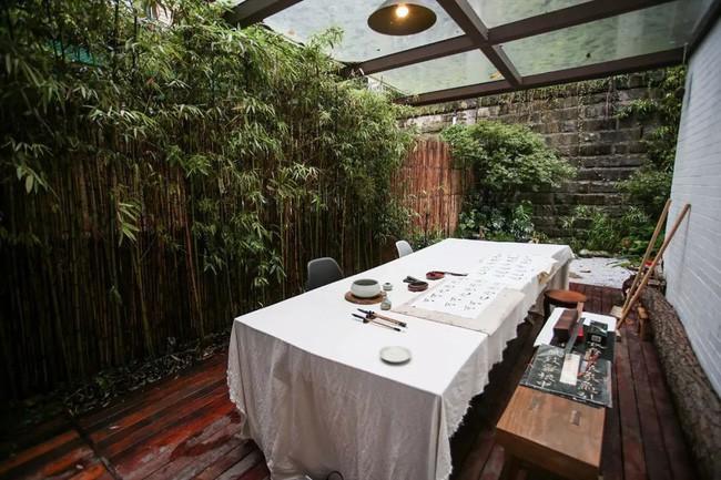 Cuộc sống hạnh phúc của cặp vợ chồng trong ngôi nhà vườn xanh mát, không điều hòa, không ti vi 18