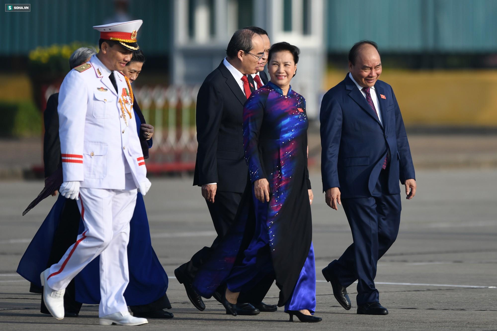 Đại biểu Quốc hội viếng Chủ tịch Hồ Chí Minh 10