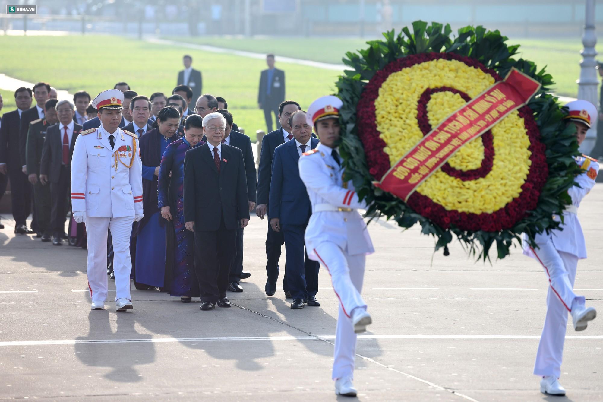 Đại biểu Quốc hội viếng Chủ tịch Hồ Chí Minh 3