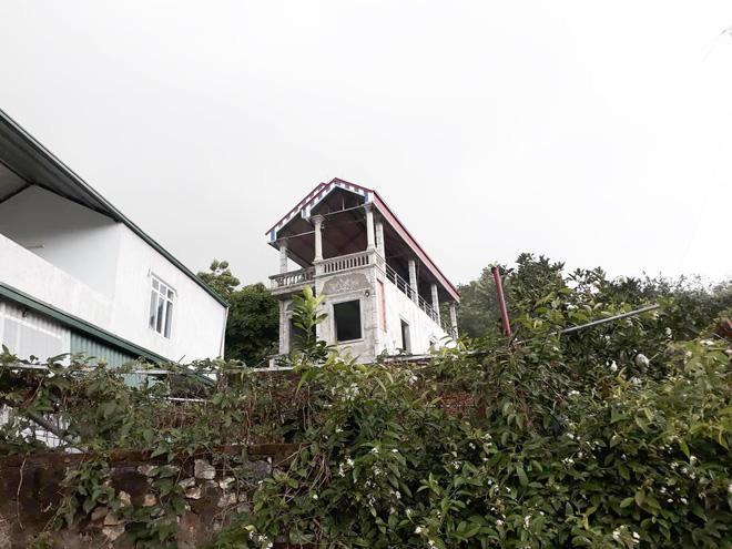 Nghi phạm giết mẹ nuôi rồi phi tang có biểu hiện tâm thần sau khi xây được căn nhà 3 tầng cho gia đình 1