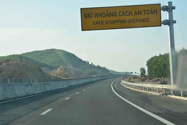 Cao tốc 34.000 tỷ vừa thông xe đã hỏng: Công tác sửa chữa 'cơ bản đã hoàn thành đúng theo thiết kế ban đầu' 1