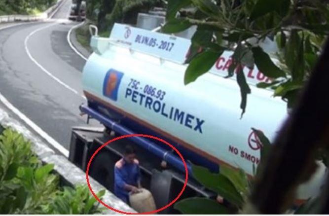 Vụ hút trộm xăng dầu trên đèo Hải Vân: Đình chỉ 5 tài xế vi phạm 1