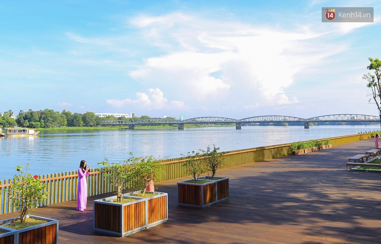 Cầu đi bộ lát gỗ lim 64 tỷ trên sông Hương trở thành địa điểm 'hot' nhất ở Huế dù chưa khánh thành 5