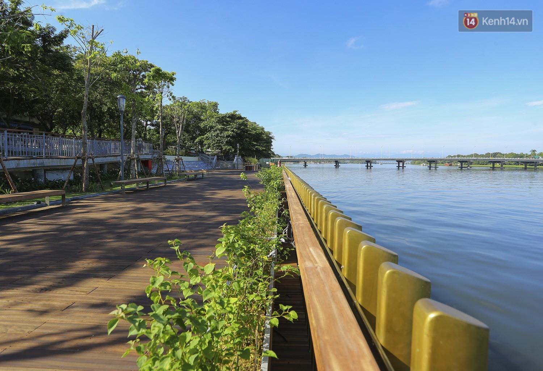 Cầu đi bộ lát gỗ lim 64 tỷ trên sông Hương trở thành địa điểm 'hot' nhất ở Huế dù chưa khánh thành 6