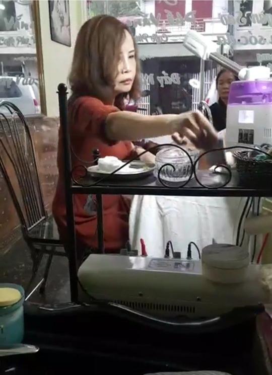 Cô dâu 62 tuổi bức xúc, tuyên bố ngày livestream 3 lần sau khi xuất hiện clip fake