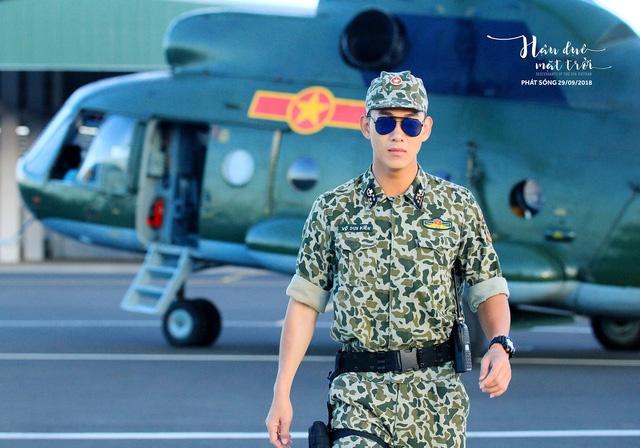Hình ảnh Đạo diễn Hậu duệ mặt trời bản Việt thừa nhận không có người cố vấn hình ảnh người lính số 4