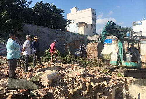Biệt thự có kiến trúc Pháp gần 100 tuổi hoang phế ở Sài Gòn bị tháo dỡ 1
