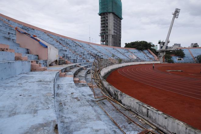 Cảnh hoang phế bên trong sân vận động Chi Lăng sau 8 năm được 'gả' cho Phạm Công Danh 6