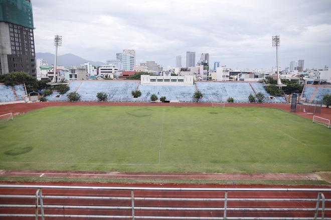 Cảnh hoang phế bên trong sân vận động Chi Lăng sau 8 năm được 'gả' cho Phạm Công Danh 10