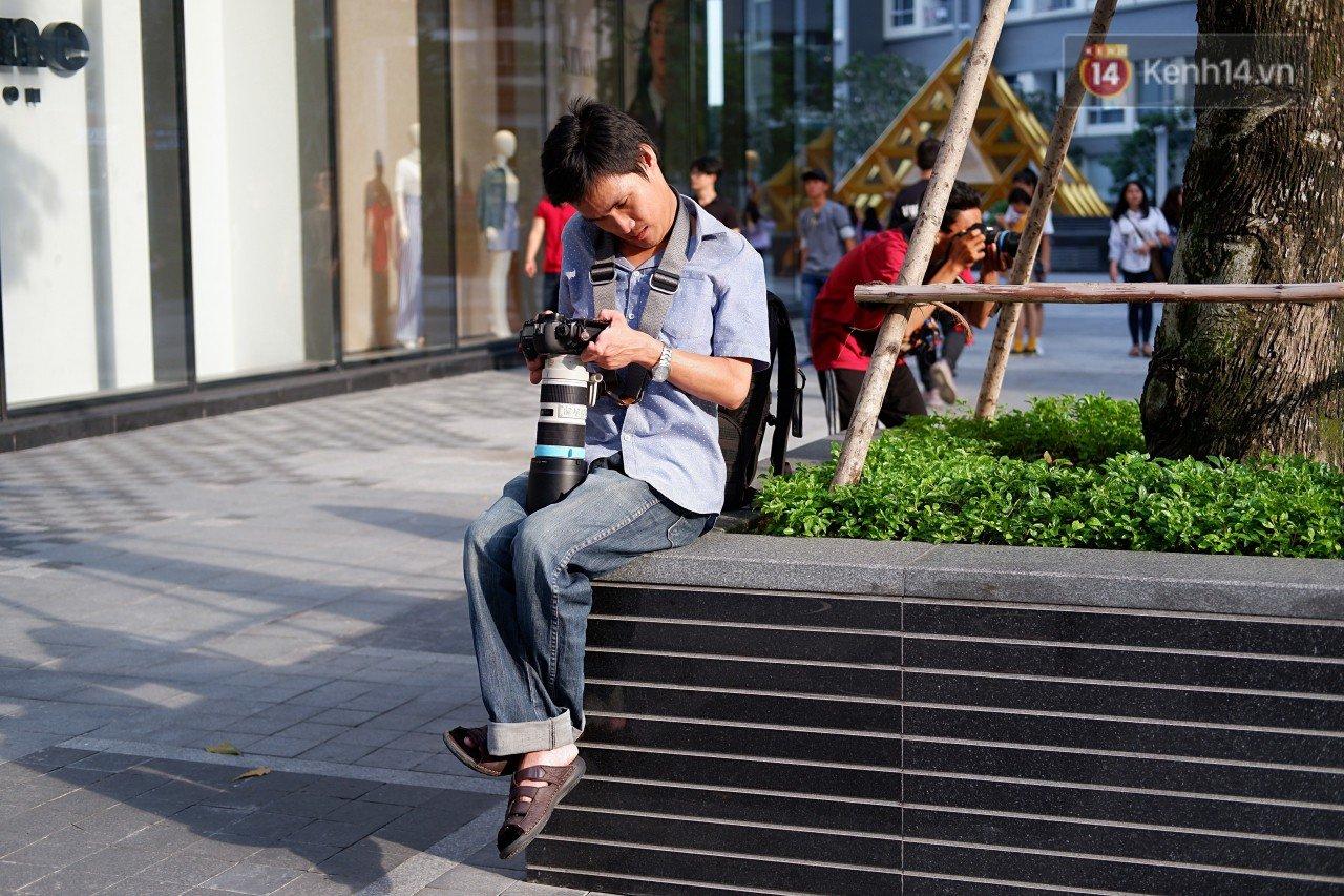 Chàng nhiếp ảnh bại não ở Sài Gòn từng bị trường cấp 2 từ chối: 'Nhiều người hỏi mình đi học làm gì, lớn lên ai mà mướn?' 4