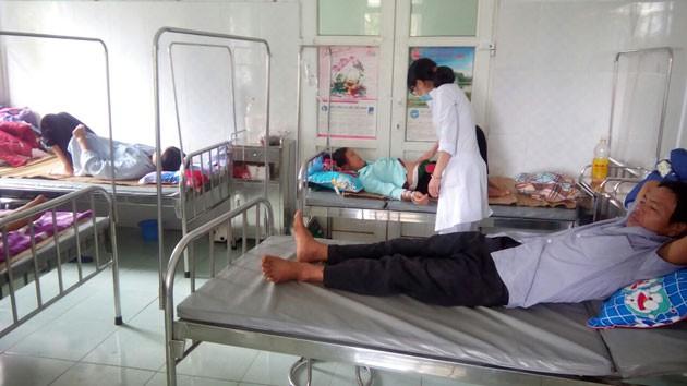 Lai Châu: Mổ trâu liên hoan nhà mới, 42 người nhập viện 1
