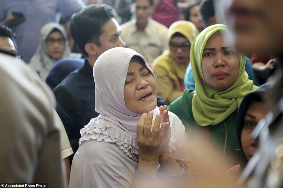 Vụ máy bay chở 189 người rơi ở Indonesia: Ám ảnh về các vật dụng của nạn nhân xấu số 7