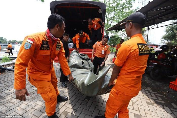 Vụ máy bay chở 189 người rơi ở Indonesia: Ám ảnh về các vật dụng của nạn nhân xấu số 5