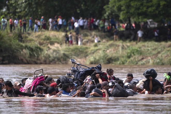 Thế giới 24h: Mỹ cử 5.200 lính tới biên giới phía nam để ngăn chặn dòng người di cư 3