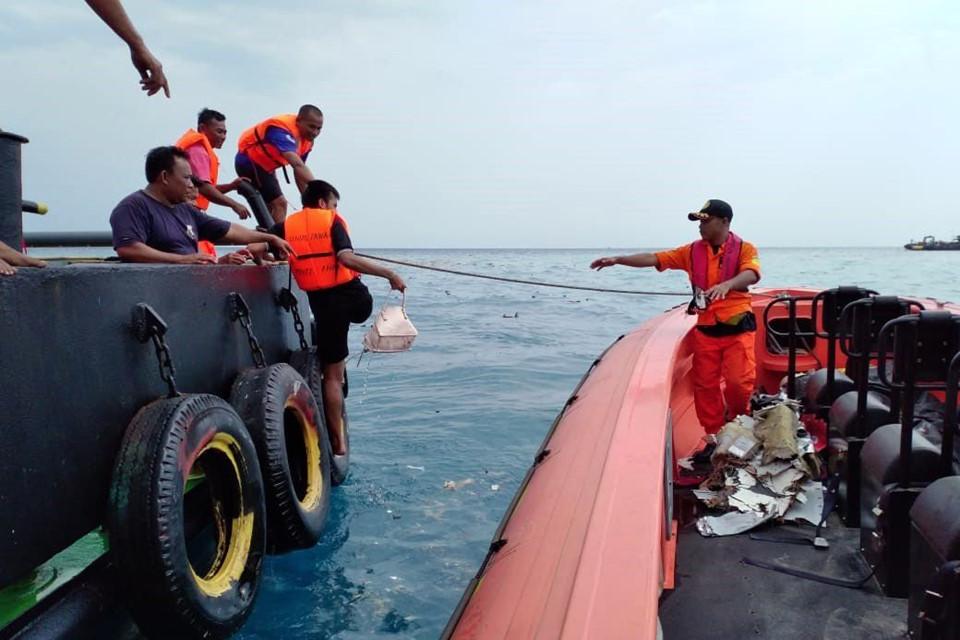 Vụ máy bay chở 189 người rơi ở Indonesia: Ám ảnh về các vật dụng của nạn nhân xấu số 4