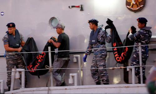 Indonesia đưa 21 thi thể nạn nhân trong vụ máy bay rơi về nhận dạng 1
