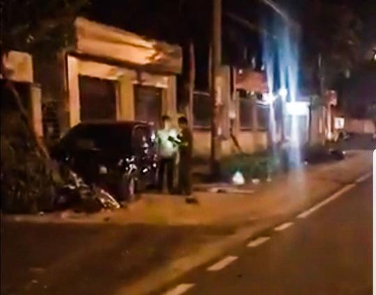 Phó trưởng công an Đồng Xoài lái ôtô tông nhiều xe máy, 2 người nhập viện 1