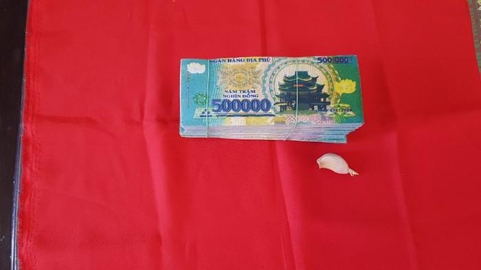 Giả thầy tu, đánh tráo gần 200 triệu đồng bằng tiền âm phủ của chủ tiệm cắt tóc 4