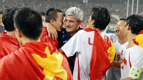 """""""Vị thánh sống"""" từng giúp ĐT Việt Nam lên ngôi AFF Cup 2008 giờ đang làm gì? 1"""