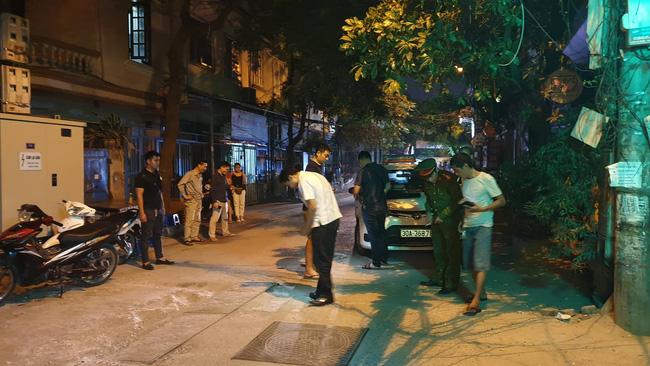 Hà Nội: Người dân kể lại giây phút tài xế Mazda rút súng bắn rồi đánh và lái xe chèn qua nạn nhân 7