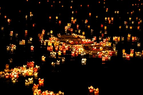 Huế: Cấm thả đèn hoa đăng, vàng mã nhựa trên sông Hương 2