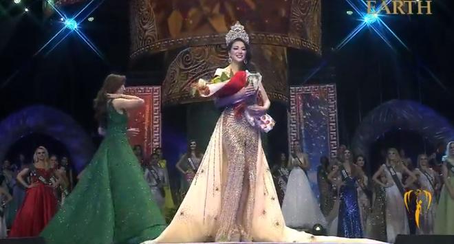 Nhan sắc nóng bỏng của mỹ nhân vừa đăng quang Hoa hậu Trái đất, đem vinh quang về cho Việt Nam 1