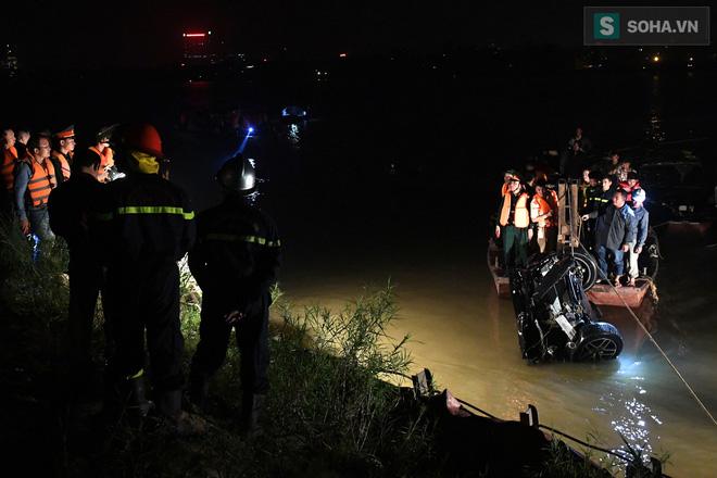 Danh tính nạn nhân nữ thứ 2 tử vong trong vụ xe Mercedes rơi xuống sông Hồng 1
