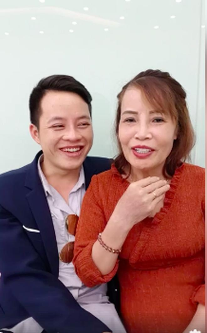 Cô dâu 62 tuổi tiếp tục chi hơn 200 triệu để làm răng sau khi căng da mặt cho xứng đôi với chồng trẻ 4
