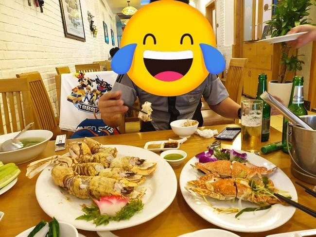 Vui chân sa vào nhà hàng hải sản, vợ chồng Hà Nội chóng mặt đọc hóa đơn hết nửa tháng lương, 3 triệu/4 con bề bề 2