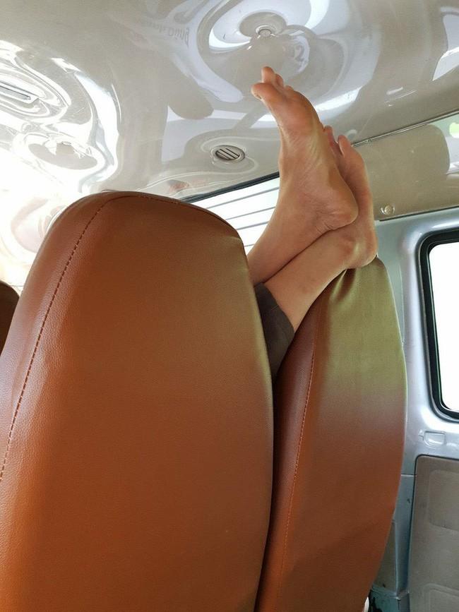 Ám ảnh với những bàn chân hư trên máy bay xe khách, dân mạng mách nhau cách xử lý cao tay 6