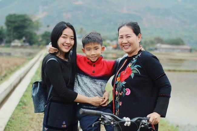 Hình ảnh Mẹ đơn thân Đoàn Thu Thủy lại gây bão MXH: Con thiên tài hay đần độn phụ thuộc vào cách đối xử của cha mẹ số 1